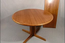 Round Dining-Table in Teak