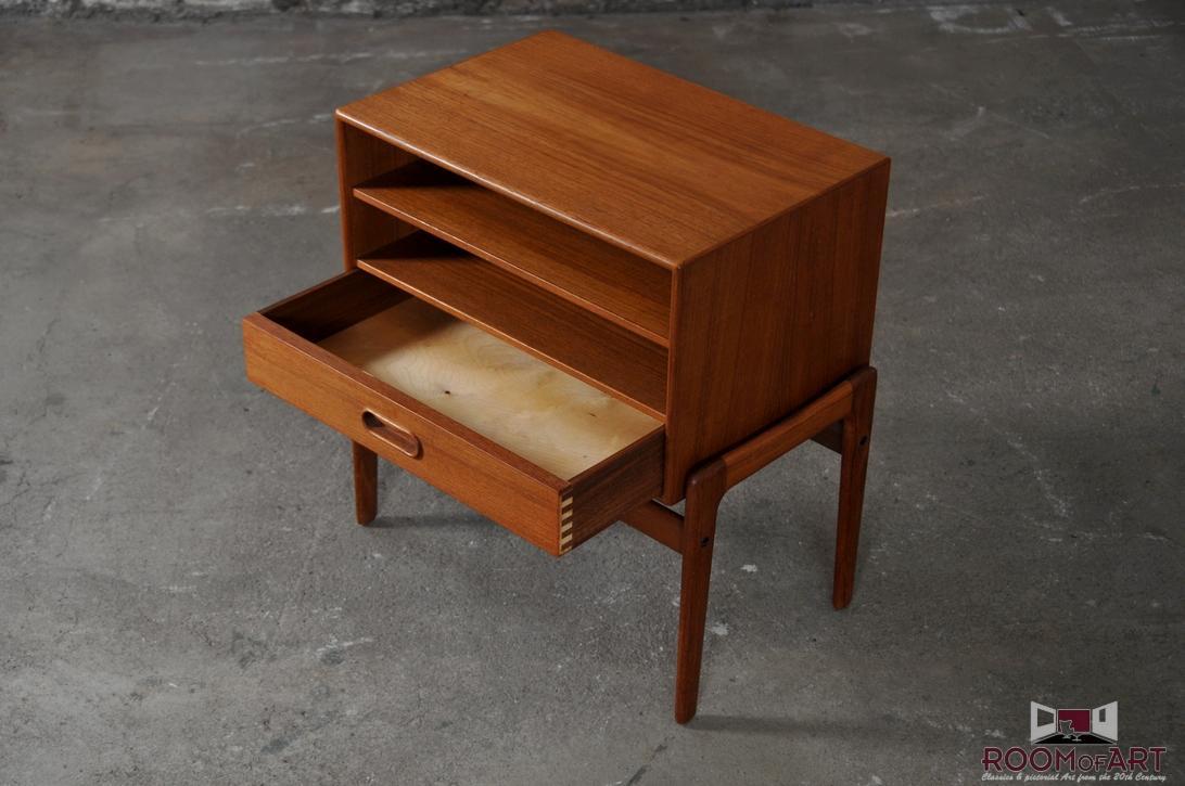 chest of drawers by arne vodder room of art. Black Bedroom Furniture Sets. Home Design Ideas
