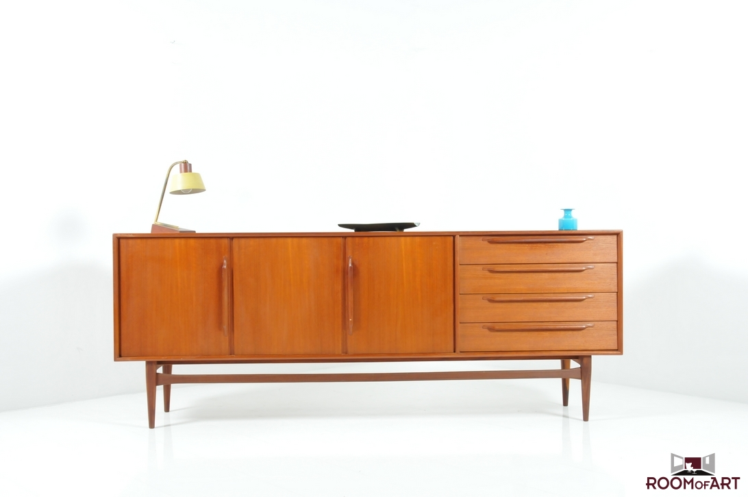 mid century danish sideboard in teak room of art. Black Bedroom Furniture Sets. Home Design Ideas