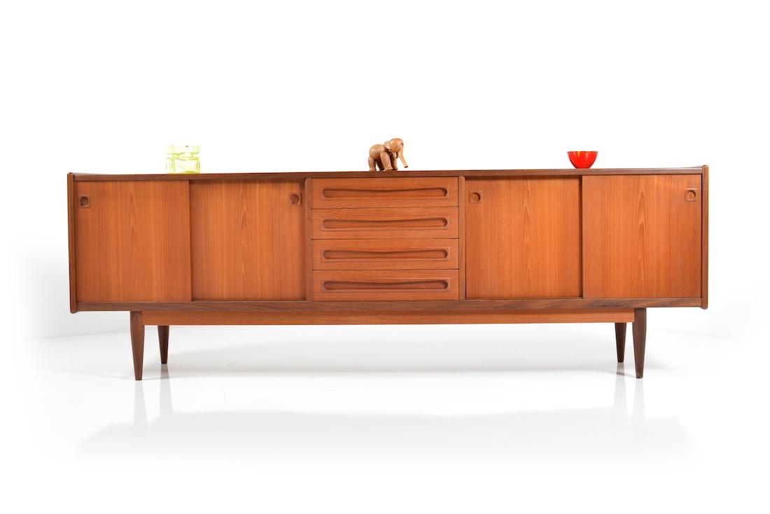 mid century danish sideboard in teak room of art. Black Bedroom Furniture Sets. Home Design Ideas