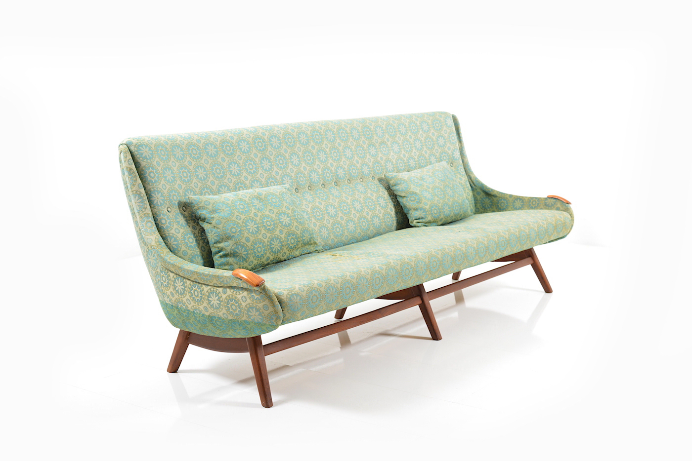 prototype sofa by svend skipper room of art. Black Bedroom Furniture Sets. Home Design Ideas