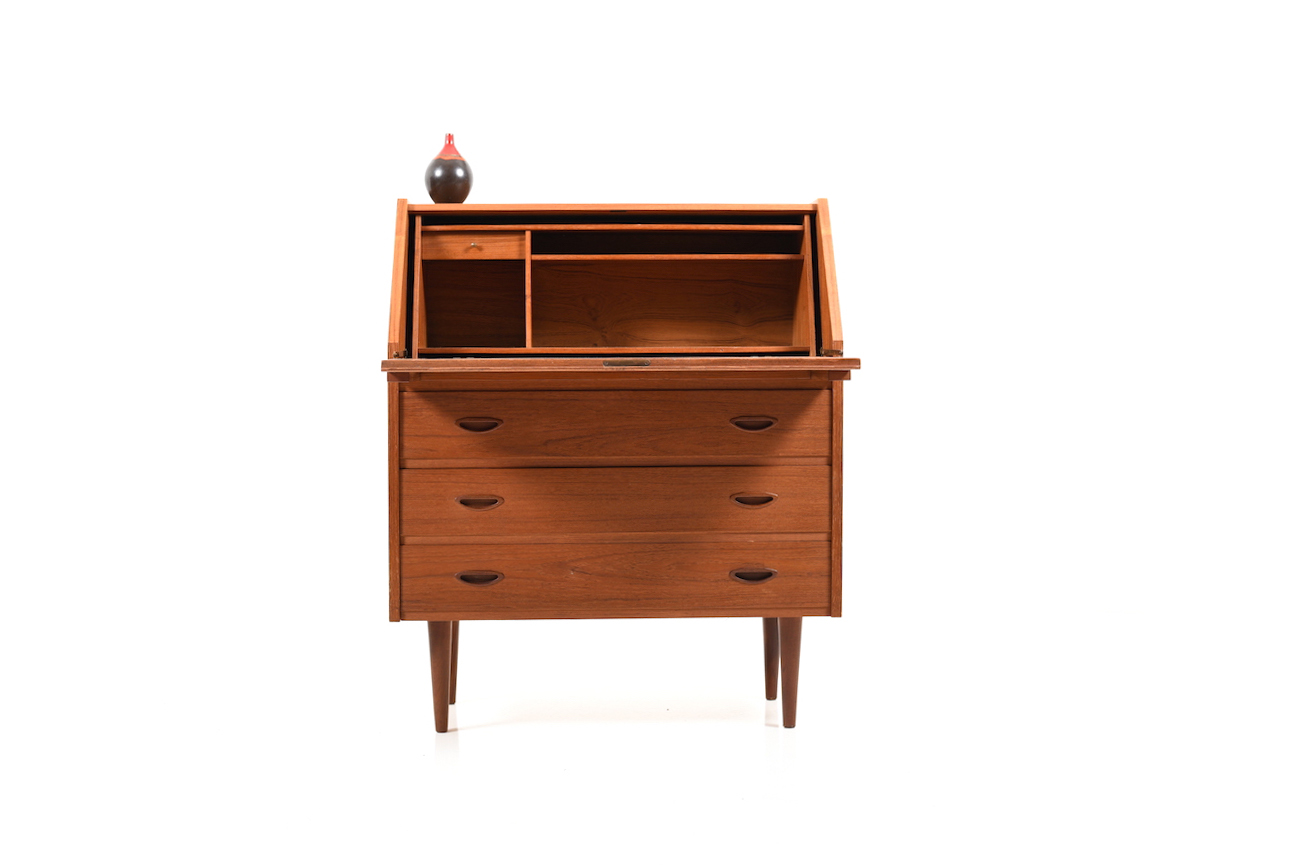 9a2b0eb0ec4e3 Early 1950s danish secretary in teak. Front with 3 big drawers and a  writing flap. Behind the writing flap are open storage compartments and a  small drawer.